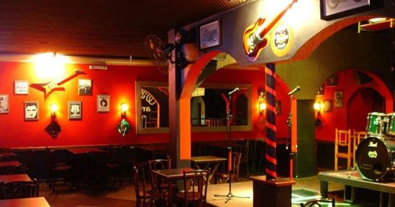 Reprise Inédita se apresenta no palco do Willi Willie Bar e Arqueria com muito pop rock