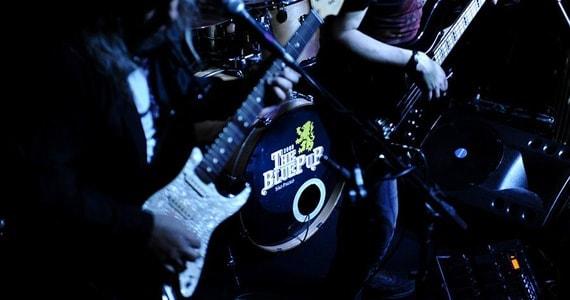 Show da banda Duo Lounge Rock promete esquentar noite no The Blue Pub