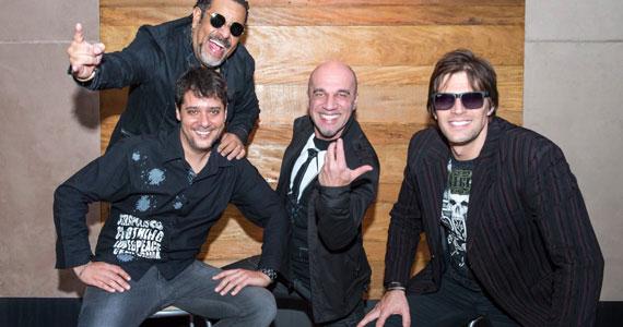 Pop Rock dançante e muita diversão com a banda Junkie Box no The Blue Pub