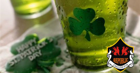 Noite de happy hour animado na St. Patrick's Week no Republic Pub