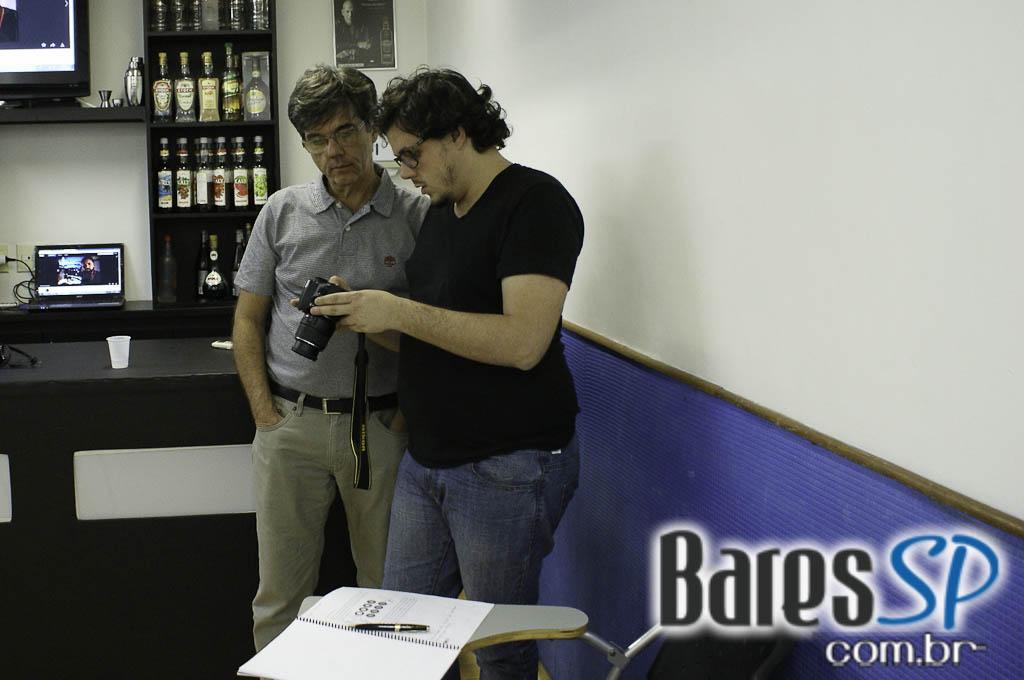 <a href='http://www.facebook.com/sharer.php?u=http://www.baressp.com.br/cursos/fotos/1075&picture=http://www.baressp.com.br/admin/btd_cursos/fotos/1075_10.jpg' target='_blank'><img src='/images/icones/social64x64/facebook.png' alt='Facebook BaresSP' title='Compartilhe esta foto' width='40' /></a>&nbsp;<a href='http://twitter.com/share?text=Compartilhe&amp;lang=pt%26url=http://www.baressp.com.br/admin/btd_cursos/fotos/1075_10.jpg' target='_blank'><img src='/images/icones/social64x64/twitter.png' alt='Twitter BaresSP' title='Compartilhe esta foto' width='40' /></a>&nbsp;<a href='http://www.baressp.com.br/admin/btd_cursos/fotos/1075_10.jpg download><img src='/images/icones/download_icon.png' alt='Download' title='Baixar imagem' width='33' style='margin-bottom:4px;' /></a>