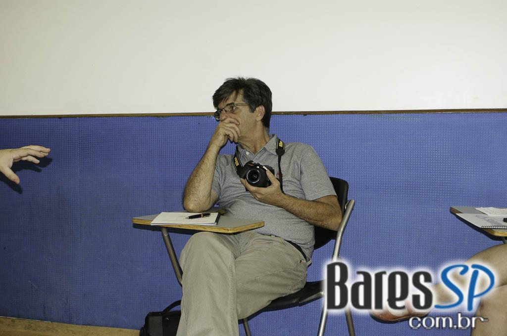 <a href='http://www.facebook.com/sharer.php?u=http://www.baressp.com.br/cursos/fotos/1075&picture=http://www.baressp.com.br/admin/btd_cursos/fotos/1075_2.jpg' target='_blank'><img src='/images/icones/social64x64/facebook.png' alt='Facebook BaresSP' title='Compartilhe esta foto' width='40' /></a>&nbsp;<a href='http://twitter.com/share?text=Compartilhe&amp;lang=pt%26url=http://www.baressp.com.br/admin/btd_cursos/fotos/1075_2.jpg' target='_blank'><img src='/images/icones/social64x64/twitter.png' alt='Twitter BaresSP' title='Compartilhe esta foto' width='40' /></a>&nbsp;<a href='http://www.baressp.com.br/admin/btd_cursos/fotos/1075_2.jpg download><img src='/images/icones/download_icon.png' alt='Download' title='Baixar imagem' width='33' style='margin-bottom:4px;' /></a>