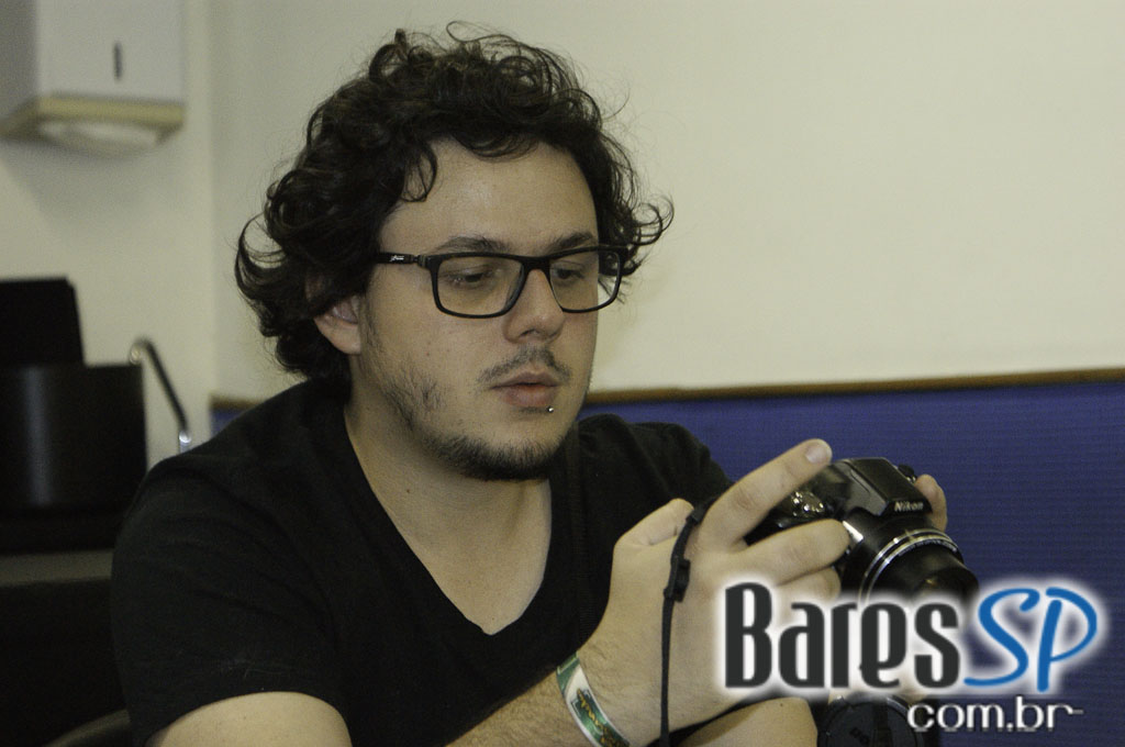 <a href='http://www.facebook.com/sharer.php?u=http://www.baressp.com.br/cursos/fotos/1075&picture=http://www.baressp.com.br/admin/btd_cursos/fotos/1075_3.jpg' target='_blank'><img src='/images/icones/social64x64/facebook.png' alt='Facebook BaresSP' title='Compartilhe esta foto' width='40' /></a>&nbsp;<a href='http://twitter.com/share?text=Compartilhe&amp;lang=pt%26url=http://www.baressp.com.br/admin/btd_cursos/fotos/1075_3.jpg' target='_blank'><img src='/images/icones/social64x64/twitter.png' alt='Twitter BaresSP' title='Compartilhe esta foto' width='40' /></a>&nbsp;<a href='http://www.baressp.com.br/admin/btd_cursos/fotos/1075_3.jpg download><img src='/images/icones/download_icon.png' alt='Download' title='Baixar imagem' width='33' style='margin-bottom:4px;' /></a>
