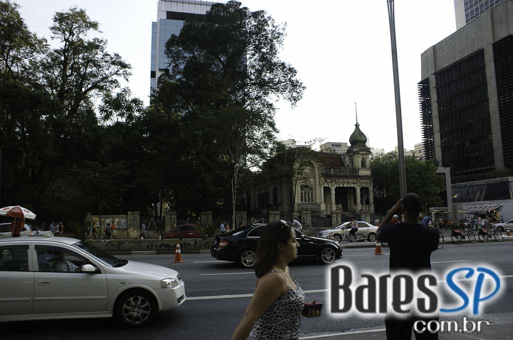 <a href='http://www.facebook.com/sharer.php?u=http://www.baressp.com.br/cursos/fotos/1075&picture=http://www.baressp.com.br/admin/btd_cursos/fotos/1075_37.jpg' target='_blank'><img src='/images/icones/social64x64/facebook.png' alt='Facebook BaresSP' title='Compartilhe esta foto' width='40' /></a>&nbsp;<a href='http://twitter.com/share?text=Compartilhe&amp;lang=pt%26url=http://www.baressp.com.br/admin/btd_cursos/fotos/1075_37.jpg' target='_blank'><img src='/images/icones/social64x64/twitter.png' alt='Twitter BaresSP' title='Compartilhe esta foto' width='40' /></a>&nbsp;<a href='http://www.baressp.com.br/admin/btd_cursos/fotos/1075_37.jpg download><img src='/images/icones/download_icon.png' alt='Download' title='Baixar imagem' width='33' style='margin-bottom:4px;' /></a>