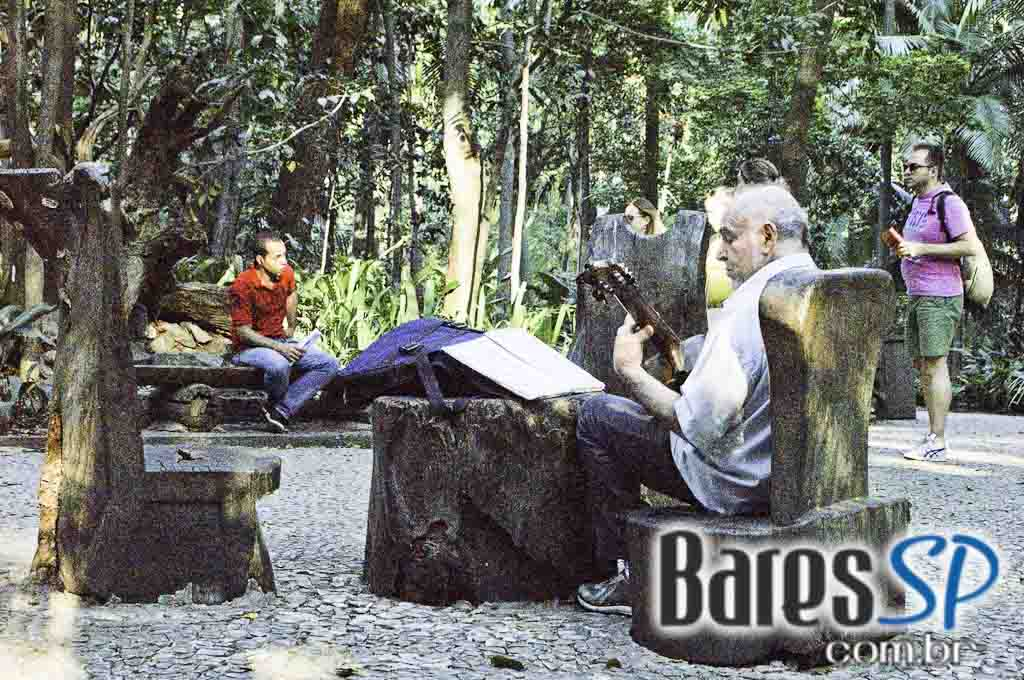 <a href='http://www.facebook.com/sharer.php?u=http://www.baressp.com.br/cursos/fotos/1075&picture=http://www.baressp.com.br/admin/btd_cursos/fotos/1075_39.jpg' target='_blank'><img src='/images/icones/social64x64/facebook.png' alt='Facebook BaresSP' title='Compartilhe esta foto' width='40' /></a>&nbsp;<a href='http://twitter.com/share?text=Compartilhe&amp;lang=pt%26url=http://www.baressp.com.br/admin/btd_cursos/fotos/1075_39.jpg' target='_blank'><img src='/images/icones/social64x64/twitter.png' alt='Twitter BaresSP' title='Compartilhe esta foto' width='40' /></a>&nbsp;<a href='http://www.baressp.com.br/admin/btd_cursos/fotos/1075_39.jpg download><img src='/images/icones/download_icon.png' alt='Download' title='Baixar imagem' width='33' style='margin-bottom:4px;' /></a>
