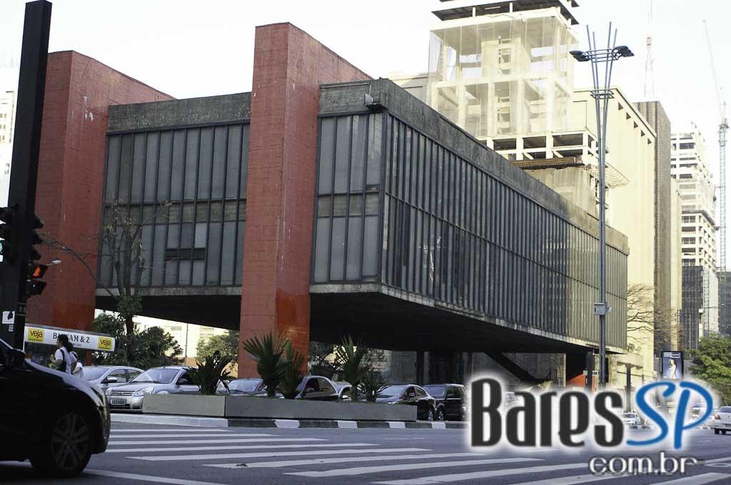 <a href='http://www.facebook.com/sharer.php?u=http://www.baressp.com.br/cursos/fotos/1075&picture=http://www.baressp.com.br/admin/btd_cursos/fotos/1075_44.jpg' target='_blank'><img src='/images/icones/social64x64/facebook.png' alt='Facebook BaresSP' title='Compartilhe esta foto' width='40' /></a>&nbsp;<a href='http://twitter.com/share?text=Compartilhe&amp;lang=pt%26url=http://www.baressp.com.br/admin/btd_cursos/fotos/1075_44.jpg' target='_blank'><img src='/images/icones/social64x64/twitter.png' alt='Twitter BaresSP' title='Compartilhe esta foto' width='40' /></a>&nbsp;<a href='http://www.baressp.com.br/admin/btd_cursos/fotos/1075_44.jpg download><img src='/images/icones/download_icon.png' alt='Download' title='Baixar imagem' width='33' style='margin-bottom:4px;' /></a>