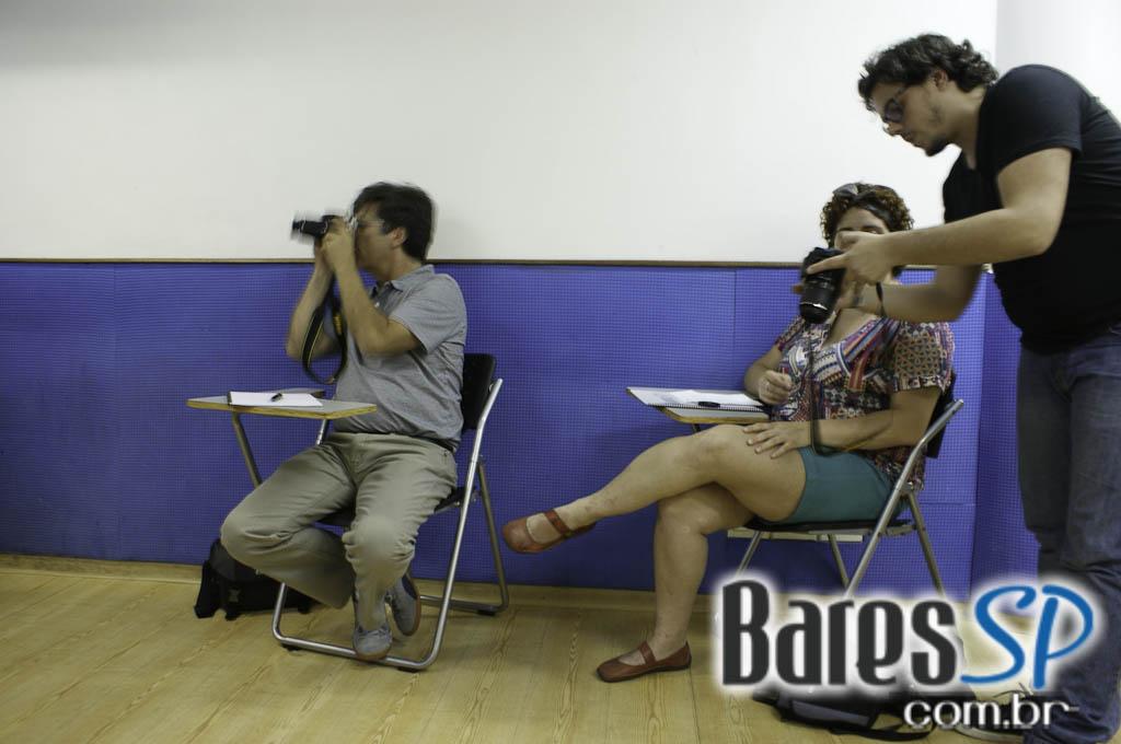 <a href='http://www.facebook.com/sharer.php?u=http://www.baressp.com.br/cursos/fotos/1075&picture=http://www.baressp.com.br/admin/btd_cursos/fotos/1075_6.jpg' target='_blank'><img src='/images/icones/social64x64/facebook.png' alt='Facebook BaresSP' title='Compartilhe esta foto' width='40' /></a>&nbsp;<a href='http://twitter.com/share?text=Compartilhe&amp;lang=pt%26url=http://www.baressp.com.br/admin/btd_cursos/fotos/1075_6.jpg' target='_blank'><img src='/images/icones/social64x64/twitter.png' alt='Twitter BaresSP' title='Compartilhe esta foto' width='40' /></a>&nbsp;<a href='http://www.baressp.com.br/admin/btd_cursos/fotos/1075_6.jpg download><img src='/images/icones/download_icon.png' alt='Download' title='Baixar imagem' width='33' style='margin-bottom:4px;' /></a>