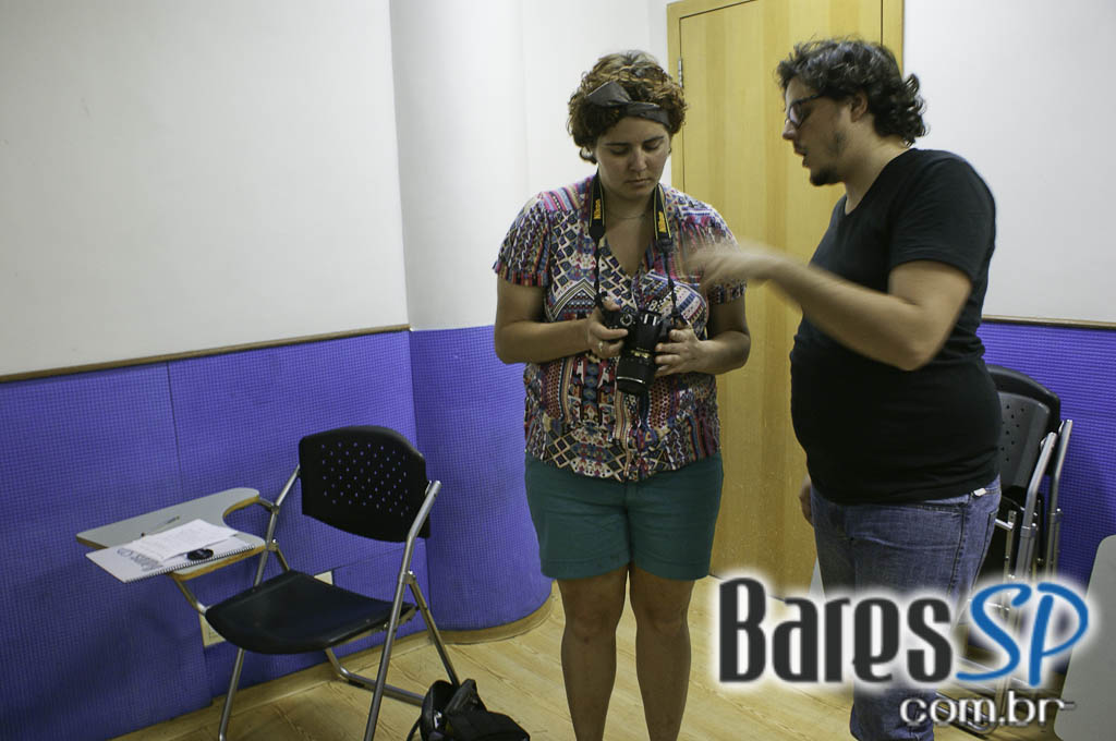 <a href='http://www.facebook.com/sharer.php?u=http://www.baressp.com.br/cursos/fotos/1075&picture=http://www.baressp.com.br/admin/btd_cursos/fotos/1075_7.jpg' target='_blank'><img src='/images/icones/social64x64/facebook.png' alt='Facebook BaresSP' title='Compartilhe esta foto' width='40' /></a>&nbsp;<a href='http://twitter.com/share?text=Compartilhe&amp;lang=pt%26url=http://www.baressp.com.br/admin/btd_cursos/fotos/1075_7.jpg' target='_blank'><img src='/images/icones/social64x64/twitter.png' alt='Twitter BaresSP' title='Compartilhe esta foto' width='40' /></a>&nbsp;<a href='http://www.baressp.com.br/admin/btd_cursos/fotos/1075_7.jpg download><img src='/images/icones/download_icon.png' alt='Download' title='Baixar imagem' width='33' style='margin-bottom:4px;' /></a>