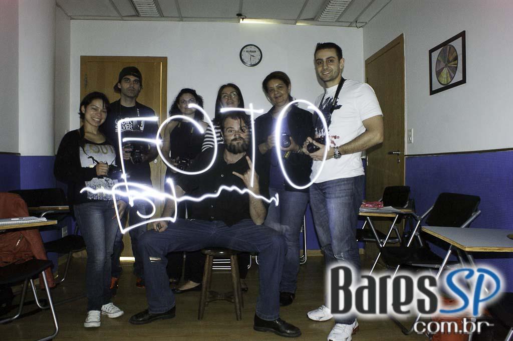 <a href='http://www.facebook.com/sharer.php?u=http://www.baressp.com.br/cursos/fotos/1096&picture=http://www.baressp.com.br/admin/btd_cursos/fotos/1096_10.jpg' target='_blank'><img src='/images/icones/social64x64/facebook.png' alt='Facebook BaresSP' title='Compartilhe esta foto' width='40' /></a>&nbsp;<a href='http://twitter.com/share?text=Compartilhe&amp;lang=pt%26url=http://www.baressp.com.br/admin/btd_cursos/fotos/1096_10.jpg' target='_blank'><img src='/images/icones/social64x64/twitter.png' alt='Twitter BaresSP' title='Compartilhe esta foto' width='40' /></a>&nbsp;<a href='http://www.baressp.com.br/admin/btd_cursos/fotos/1096_10.jpg download><img src='/images/icones/download_icon.png' alt='Download' title='Baixar imagem' width='33' style='margin-bottom:4px;' /></a>