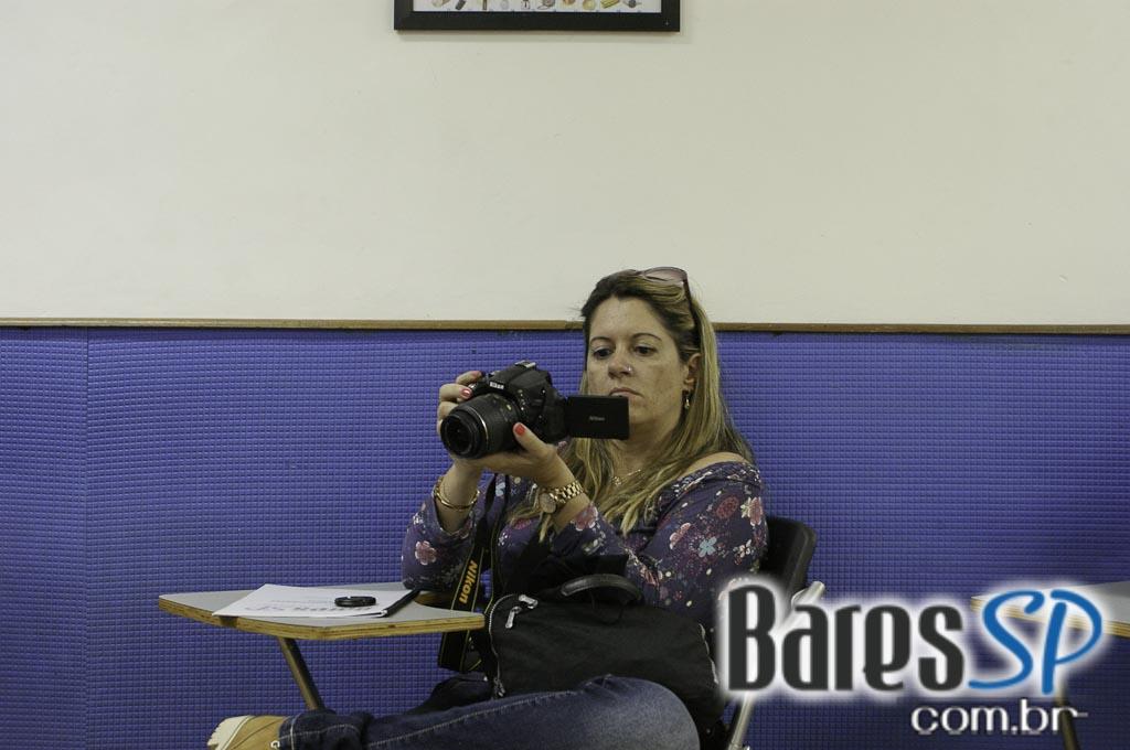 <a href='http://www.facebook.com/sharer.php?u=http://www.baressp.com.br/cursos/fotos/1104&picture=http://www.baressp.com.br/admin/btd_cursos/fotos/1104_1.jpg' target='_blank'><img src='/images/icones/social64x64/facebook.png' alt='Facebook BaresSP' title='Compartilhe esta foto' width='40' /></a>&nbsp;<a href='http://twitter.com/share?text=Compartilhe&amp;lang=pt%26url=http://www.baressp.com.br/admin/btd_cursos/fotos/1104_1.jpg' target='_blank'><img src='/images/icones/social64x64/twitter.png' alt='Twitter BaresSP' title='Compartilhe esta foto' width='40' /></a>&nbsp;<a href='http://www.baressp.com.br/admin/btd_cursos/fotos/1104_1.jpg download><img src='/images/icones/download_icon.png' alt='Download' title='Baixar imagem' width='33' style='margin-bottom:4px;' /></a>
