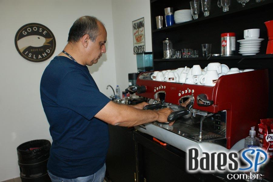 <a href='http://www.facebook.com/sharer.php?u=http://www.baressp.com.br/cursos/fotos/1427&picture=http://www.baressp.com.br/admin/btd_cursos/fotos/DSC07908.jpg' target='_blank'><img src='/images/icones/social64x64/facebook.png' alt='Facebook BaresSP' title='Compartilhe esta foto' width='40' /></a>&nbsp;<a href='http://twitter.com/share?text=Compartilhe&amp;lang=pt%26url=http://www.baressp.com.br/admin/btd_cursos/fotos/DSC07908.jpg' target='_blank'><img src='/images/icones/social64x64/twitter.png' alt='Twitter BaresSP' title='Compartilhe esta foto' width='40' /></a>&nbsp;<a href='http://www.baressp.com.br/admin/btd_cursos/fotos/DSC07908.jpg download><img src='/images/icones/download_icon.png' alt='Download' title='Baixar imagem' width='33' style='margin-bottom:4px;' /></a>