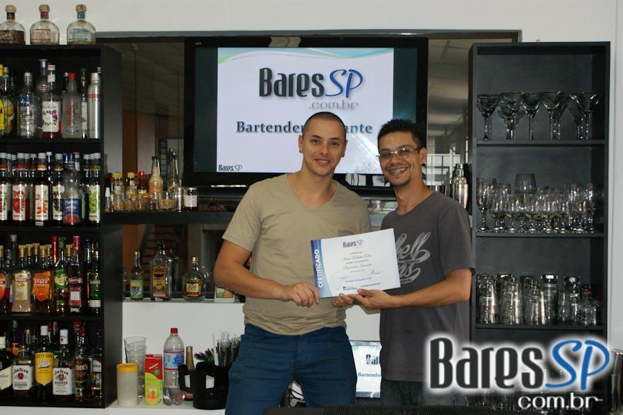 <a href='http://www.facebook.com/sharer.php?u=http://www.baressp.com.br/cursos/fotos/1432&picture=http://www.baressp.com.br/admin/btd_cursos/fotos/DSC07966.jpg' target='_blank'><img src='/images/icones/social64x64/facebook.png' alt='Facebook BaresSP' title='Compartilhe esta foto' width='40' /></a>&nbsp;<a href='http://twitter.com/share?text=Compartilhe&amp;lang=pt%26url=http://www.baressp.com.br/admin/btd_cursos/fotos/DSC07966.jpg' target='_blank'><img src='/images/icones/social64x64/twitter.png' alt='Twitter BaresSP' title='Compartilhe esta foto' width='40' /></a>&nbsp;<a href='http://www.baressp.com.br/admin/btd_cursos/fotos/DSC07966.jpg download><img src='/images/icones/download_icon.png' alt='Download' title='Baixar imagem' width='33' style='margin-bottom:4px;' /></a>