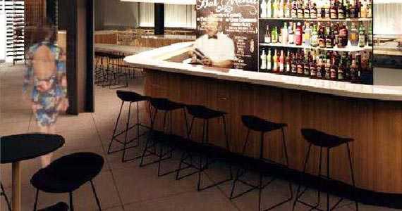 Base Bistr� & Bar