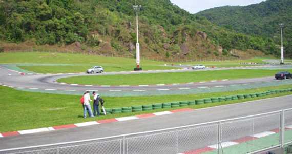 Kartódromo Internacional de Aldeia da Serra/bares/fotos/kart_corrida2.jpg BaresSP