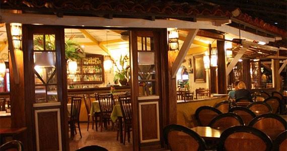 Deck Bar e Restaurante/bares/fotos2/ilha_deck_ilhabela_fachada-min.jpg BaresSP