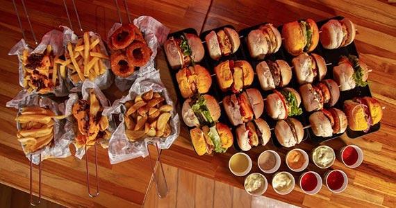 Rodízio de mini-hambúrgueres presencial e drive-in no Mais Burguinho Eventos BaresSP 570x300 imagem