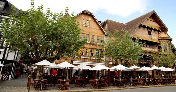 Neste final de ano, a Choperia Baden Baden oferece um Gelado Especial de Frutas Vermelhas Eventos BaresSP 570x300 imagem