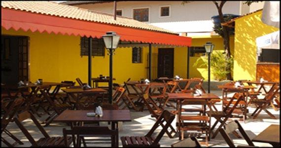 Confira alguns bares para comer espetinhos na cidade de for Modelos de bares rusticos para casas