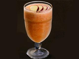 Smoothies de frutas, saladas especiais e sobremesas light fazem o verão do Fran's Café  Eventos BaresSP 570x300 imagem