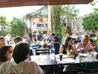 Com o frio inesperado, a feijoada é uma boa dica para o almoço de sábado no Genuíno Chopperia Eventos BaresSP 570x300 imagem