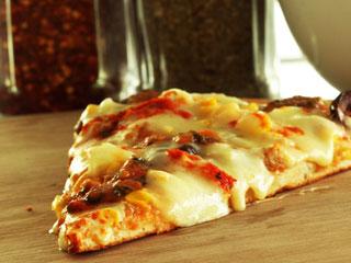 O Pedaço da Pizza lança novo sabor de pizza e linha de sorvete exclusiva  Eventos BaresSP 570x300 imagem