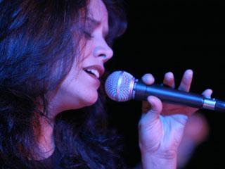 Tom Jazz apresenta Penha Ribeiro, dia 24 de julho Eventos BaresSP 570x300 imagem