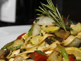 O Restaurante Chez Fabrice comemora um ano de aniversário em dezembro e vai brindar com seus clientes Eventos BaresSP 570x300 imagem