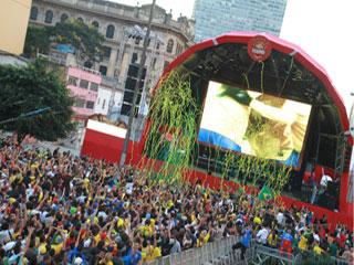 Torcida Brahma reuniu 50 mil pessoas no Vale do Anhangabaú Eventos BaresSP 570x300 imagem