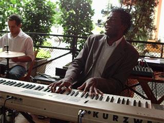 Café com Jazz da padaria Pão do Parque recebe o pianista Adão Monteiro Eventos BaresSP 570x300 imagem
