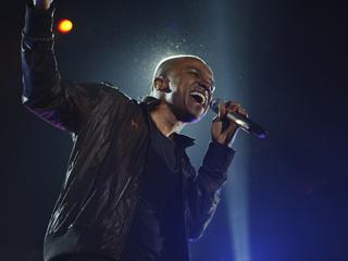 Alexandre Pires canta sucessos e novidades no palco do Credicard Hall Eventos BaresSP 570x300 imagem