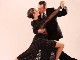 Osmar Odone e Sol Viviano ensinam os passos de Milonga, Tango Valsa e Tango Salão, na academia Tango B Aires Eventos BaresSP 570x300 imagem