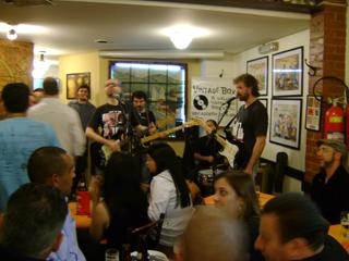 BarBirô apresenta música ao vivo regada a cerveja e petiscos de primeira Eventos BaresSP 570x300 imagem