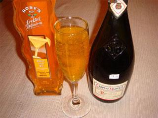 Drink Bellini, feito de champanhe, refresca o seu dia Eventos BaresSP 570x300 imagem