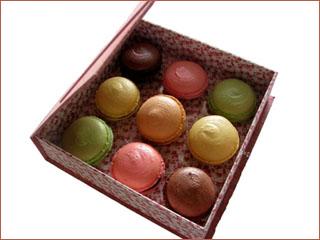 Elaborados pela chef Bel Gordo, além de irresistível, os exclusivos macarons gigantes são acondicionados em uma linda e prática caixa para ser guardada como lembrança da ocasião  Eventos BaresSP 570x300 imagem