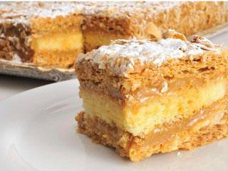 Durante o mês de Outubro, bolos-placas que são sucesso absoluto da rede passam a integrar o bufê de café da manhã da padaria Dona Deôla Eventos BaresSP 570x300 imagem