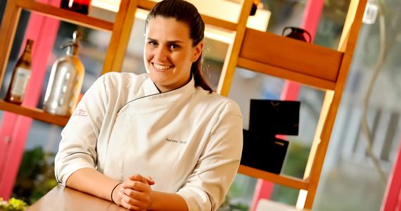 Os chefs Renata Cruz e Raphael Despirite cozinham juntos para comemorar um ano do Amici Eventos BaresSP 570x300 imagem