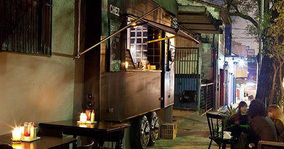 Hamburgueria Chez Burger reabre em Pinheiros, com mesas na calçada e delícias no cardápio Eventos BaresSP 570x300 imagem