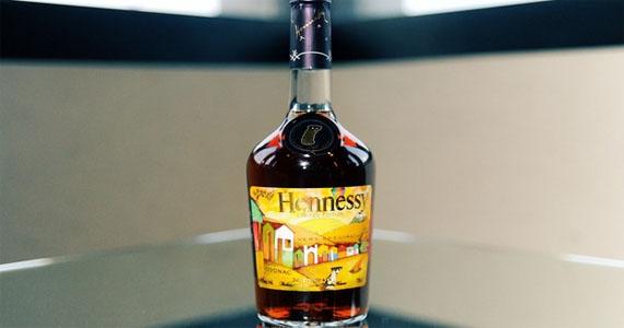 Os Gêmeos criam rótulo ilimitado para o conhaque Hennessy VS Eventos BaresSP 570x300 imagem