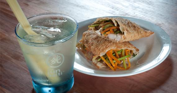 A Pastella faz releitura da garapa de feira e serve drink com sake e stick de cana-de-açúcar Eventos BaresSP 570x300 imagem