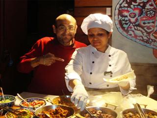Ator mexicano Edgar Vivar almoçou no restaurante Sí Señor! Mexican Grill nessa quinta Eventos BaresSP 570x300 imagem