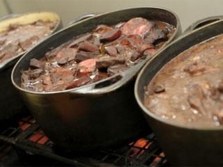 Com a chegada dos dias frios, o restaurante Floriano reforça sua tradicional feijoada Eventos BaresSP 570x300 imagem