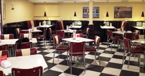 Johnny Rockets, tradicional restaurante americano, inaugura primeira loja na Brasil Eventos BaresSP 570x300 imagem