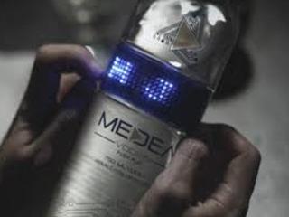 Mensagens em LED na garrafa de vodka Eventos BaresSP 570x300 imagem