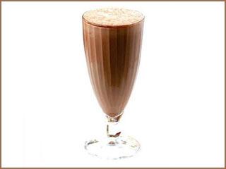 Milkshake de Cappuccino para refrescar o dia com gosto de café Eventos BaresSP 570x300 imagem
