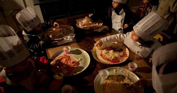 Crianças fabricam suas pizzas no Dia das Crianças do Forneria do Santa Eventos BaresSP 570x300 imagem