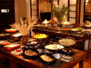 Pateo da Luz encerra mês de bufês temáticos com pratos típicos da Espanha Eventos BaresSP 570x300 imagem