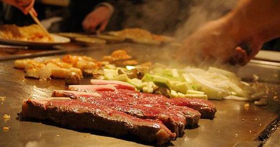 Restaurante Wakai Sushi oferece teppans Yakis com tempero baiano Eventos BaresSP 570x300 imagem