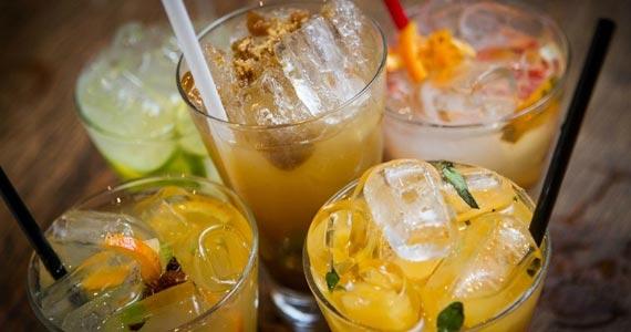 Saqueirinha de Frutas Amarelas é sucesso entre os drinks   Eventos BaresSP 570x300 imagem