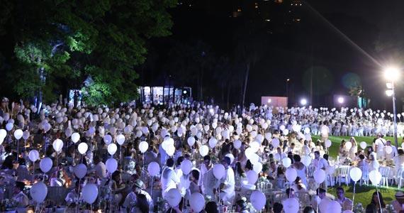 Piquenique pariense Le Dîner en Blanc acontece 8 de abril em SP BaresSP