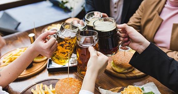 Dia Internacional da Cerveja: bares comemoram a data com promoções Eventos BaresSP 570x300 imagem